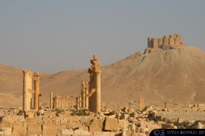 Arab Castle w tle.